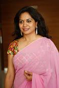 Singer Sunitha dazzling saree photos-thumbnail-13