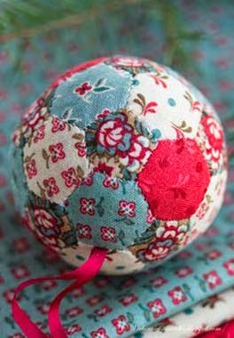 como fazer patchwork embutido em bolas de natal