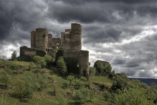 photo monuments auvergne, château haute loire, château ruine auvergne, photo fabien monteil
