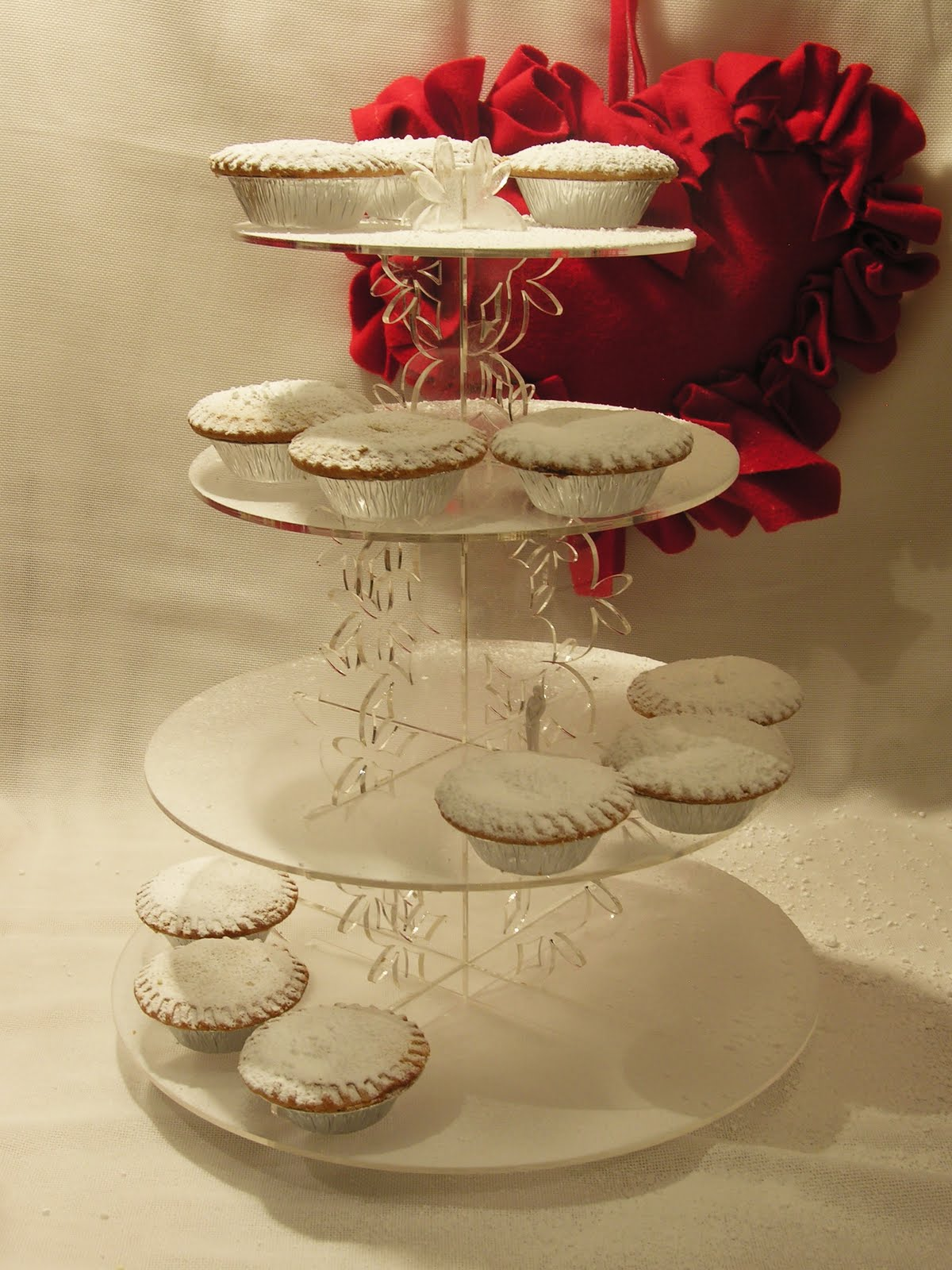 Vintage and cake beautiful snowflake blossom cupcake stand for Beautiful cake stands