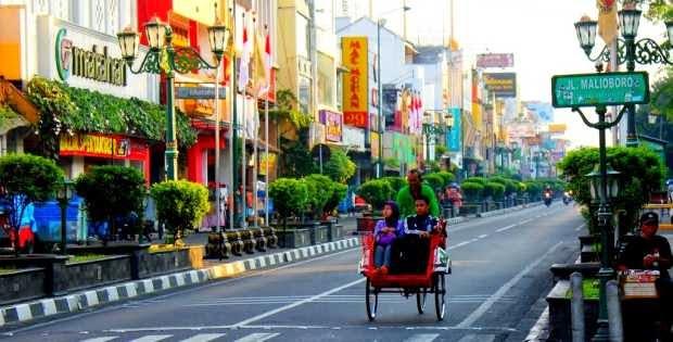 wisata belanja di Jalan Malioboro - tempat wisata di jogja