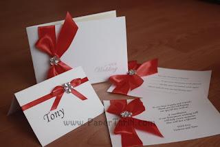 Dainty Daisy wedding invitations