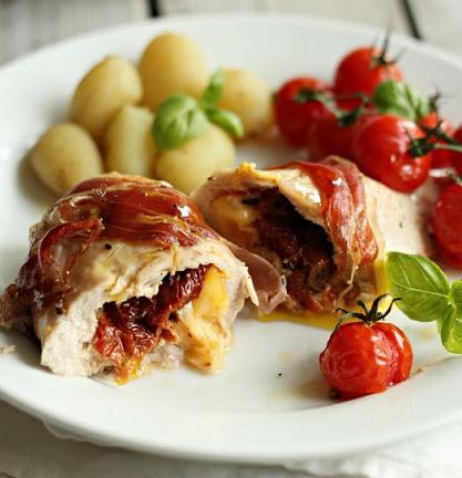 Pechugas de pollo rellenas de queso y tomates secos