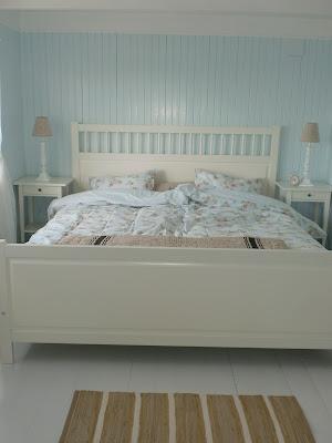 Hjem kjære hjem: blått og beige på soverommet.