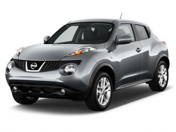 Front 3/4 view of silver 2011 Nissan Juke