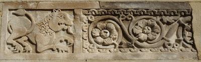 Bassorilievo opera scultorea eseguita su piani di marmo, bronzo, pietra e avorio