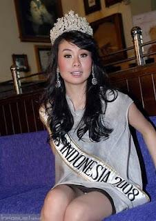 Celana Dalam artis indonesia tertangkap kamera bagian 2