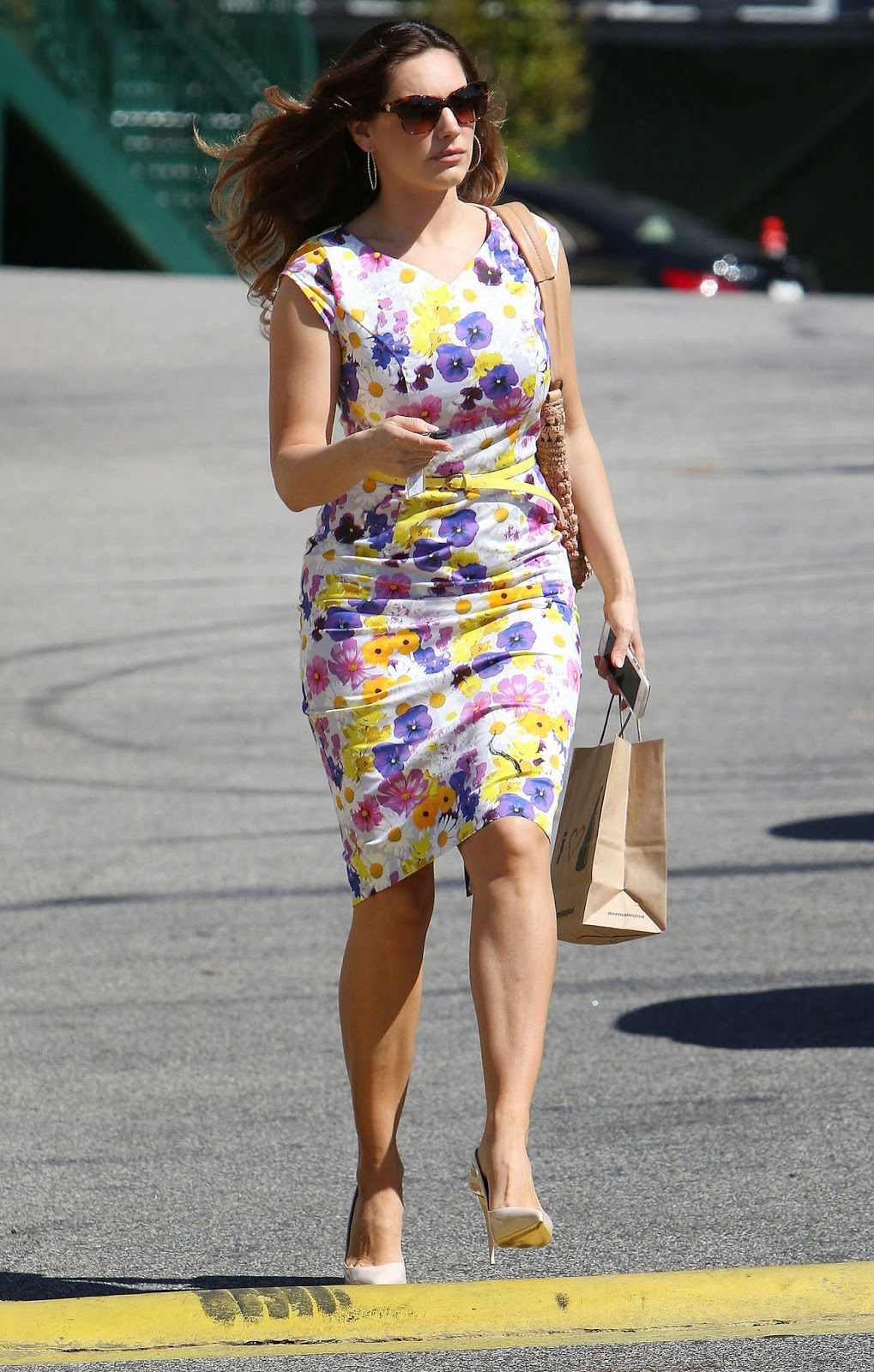 Kelly Brook shows off figure in a fitted floral dress in Hollywood