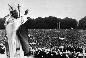 the 1983 visit of pope john John paul ii's 1983 visit to poland: anniversary reflections regis martin it was sixty years ago that the hungarian émigré historian, john lukacs, published his first book, the great powers and eastern europe, a masterful treatment of the subject, whose conclusion, including an elegy on the lost world he left behind, has haunted me for.