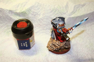 Luces en el Bolter de asalto con Blood Red de Games Workshop
