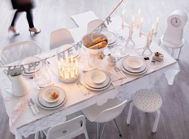 decorar mesa de navidad noche vieja en blanco y plata