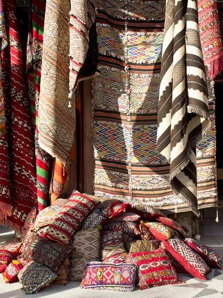 Dywany na bazarze w Maroko
