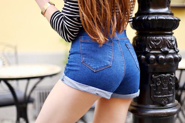 jeansowe szorty z wysokim stanem od tyłu zbliżenie