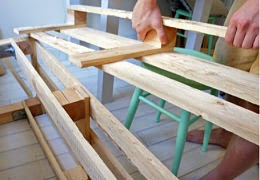Initiales gg diy une palette transform e en banquette - Fabriquer banquette en palette ...