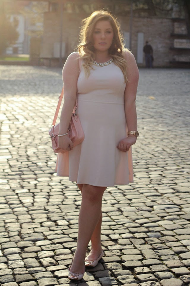 Plus Size Outfit - rosa Kleid by Forever 21+ - Theodora Flipper