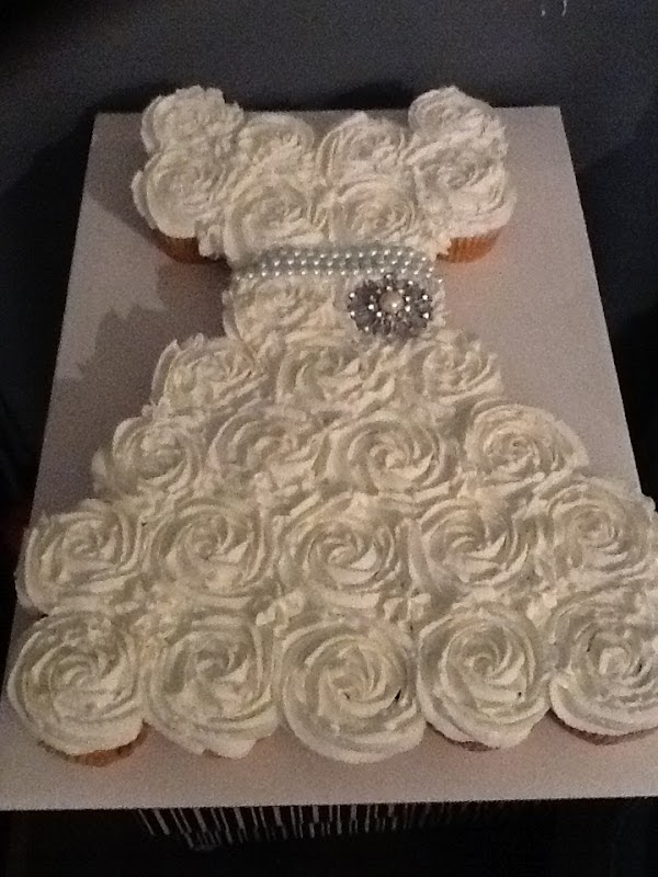 Images Of Cake For Bridal Shower : .Life and other Projects.: Bridal Shower Pull Apart ...