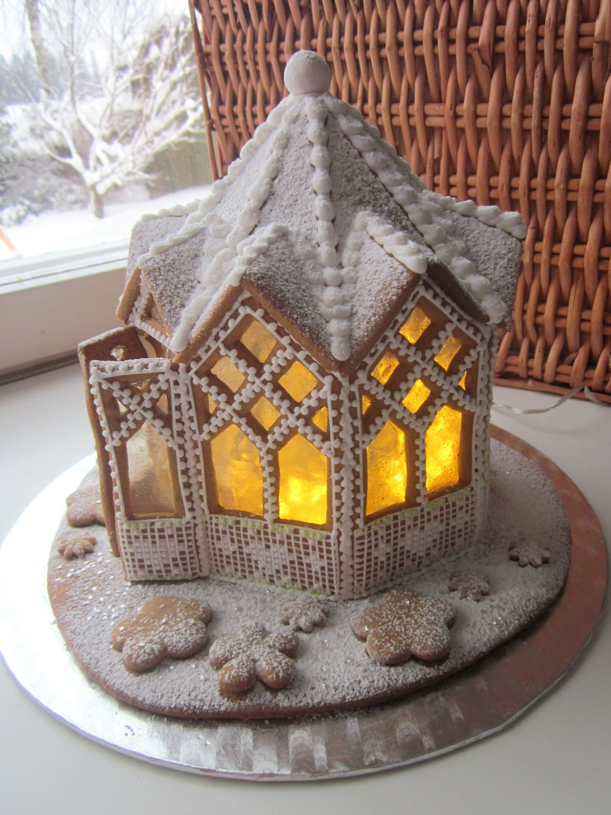 17 Elaborate Gingerbread Houses to Drool Over | Mom Spark - A Trendy Blog for Moms - Mom Blogger