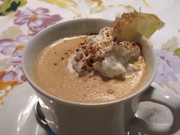 Café gelado com abacaxi