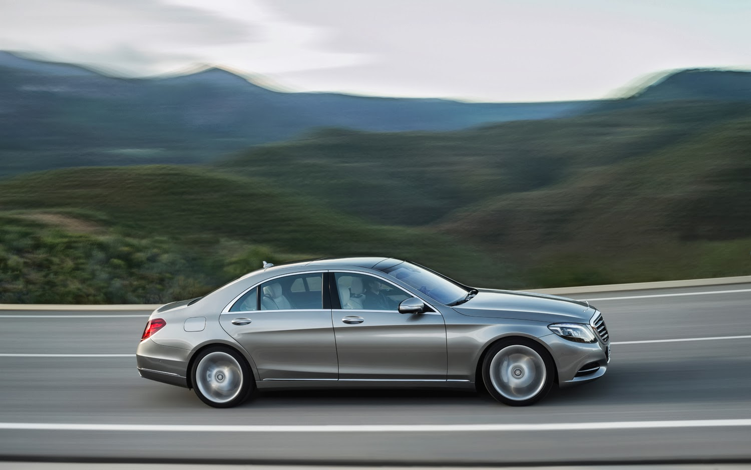 how much does a mercedes s550 cost