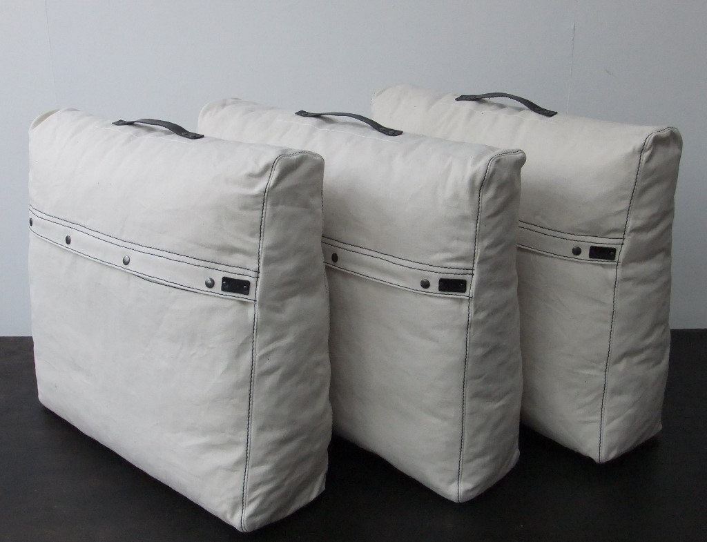 loungekussen-rugkussens-schuin-model
