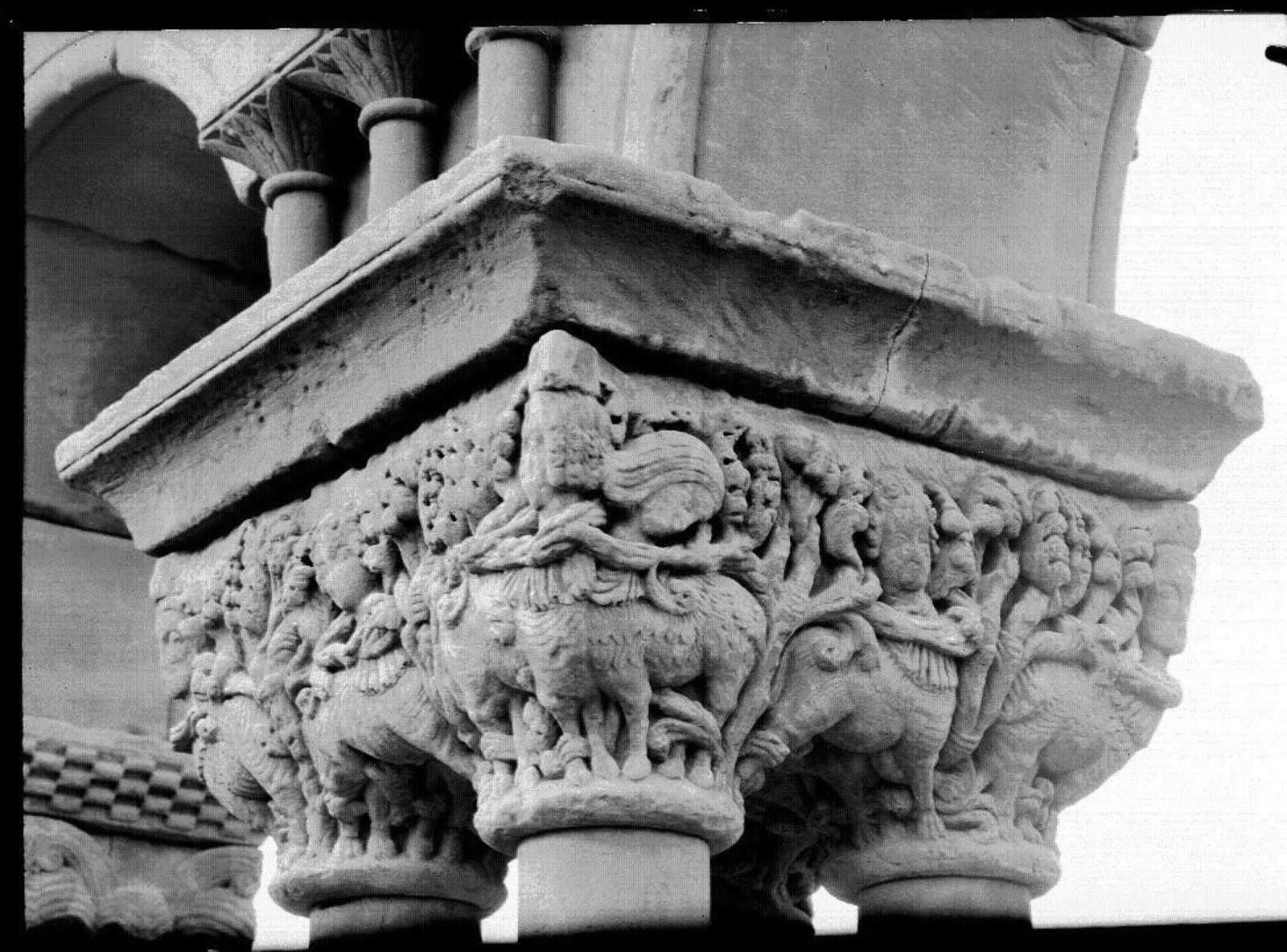 Capitel cuadruple centauros