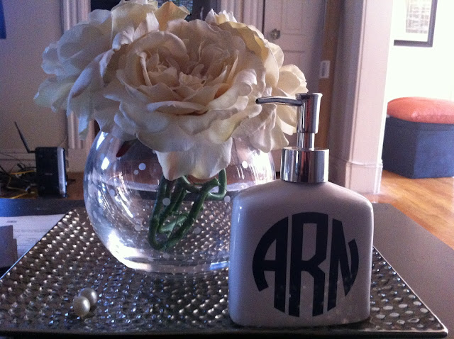 DIY Monogram, DIY bathroom organization, DIY makeup brush holder
