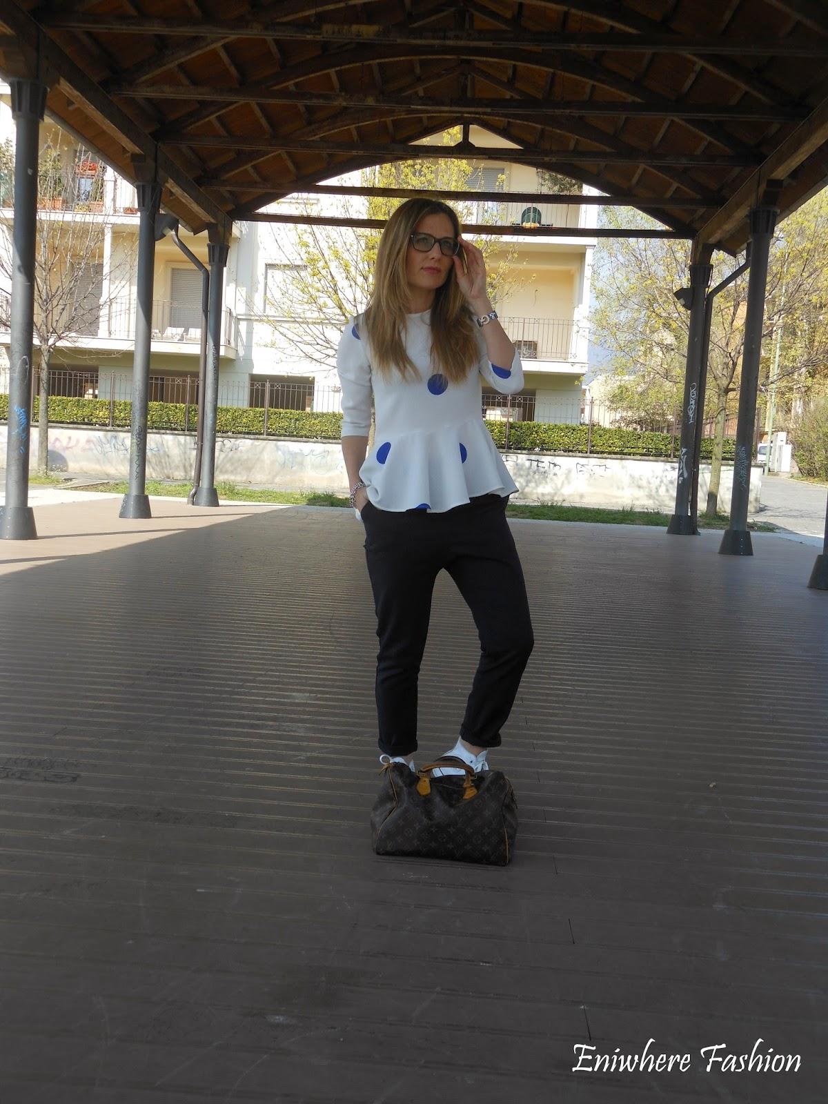 Eniwhere Fashion - pantalone blu e camicina con volant Zara