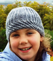 Lineside by Gabriella Henry. A warm and cosy beanie for the whole family. #reversiblehat