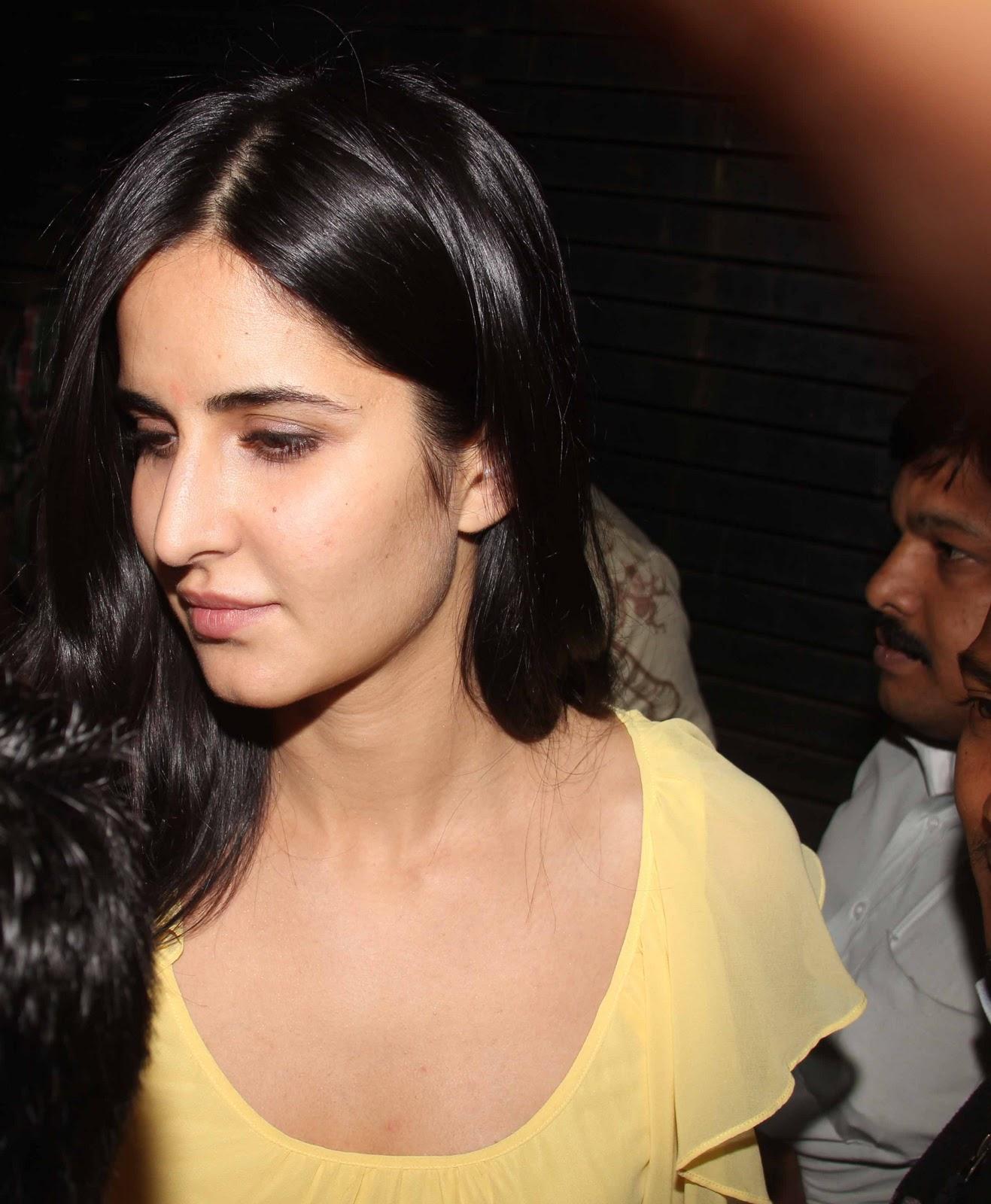 http://2.bp.blogspot.com/-bdGB-ju_4O8/TwxpSqj9c6I/AAAAAAAAQ1w/_iunk8AEA5w/s1600/Bollywood-Stars-At-Farhan-Akhtar-Birthday-Bash-32.JPG