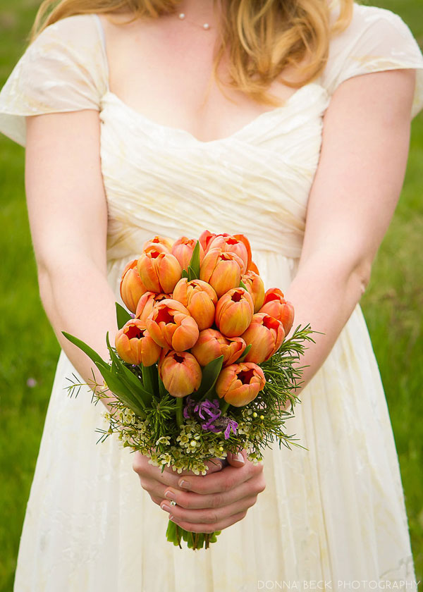 Orange Bouquet // Photography by Donna Beck // Bouquet by http://www.twiggsfloraldesign.com // via www.lemagnifiqueblog.com