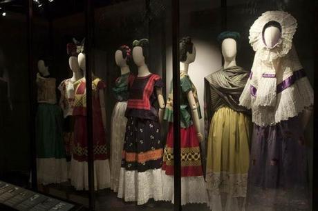 Las apariencias engañan: los vestidos de Frida Kahlo