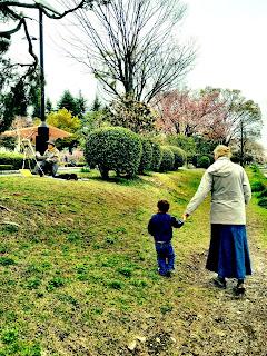 walking through Ryounan Kouen near Keio Hachioji in spring
