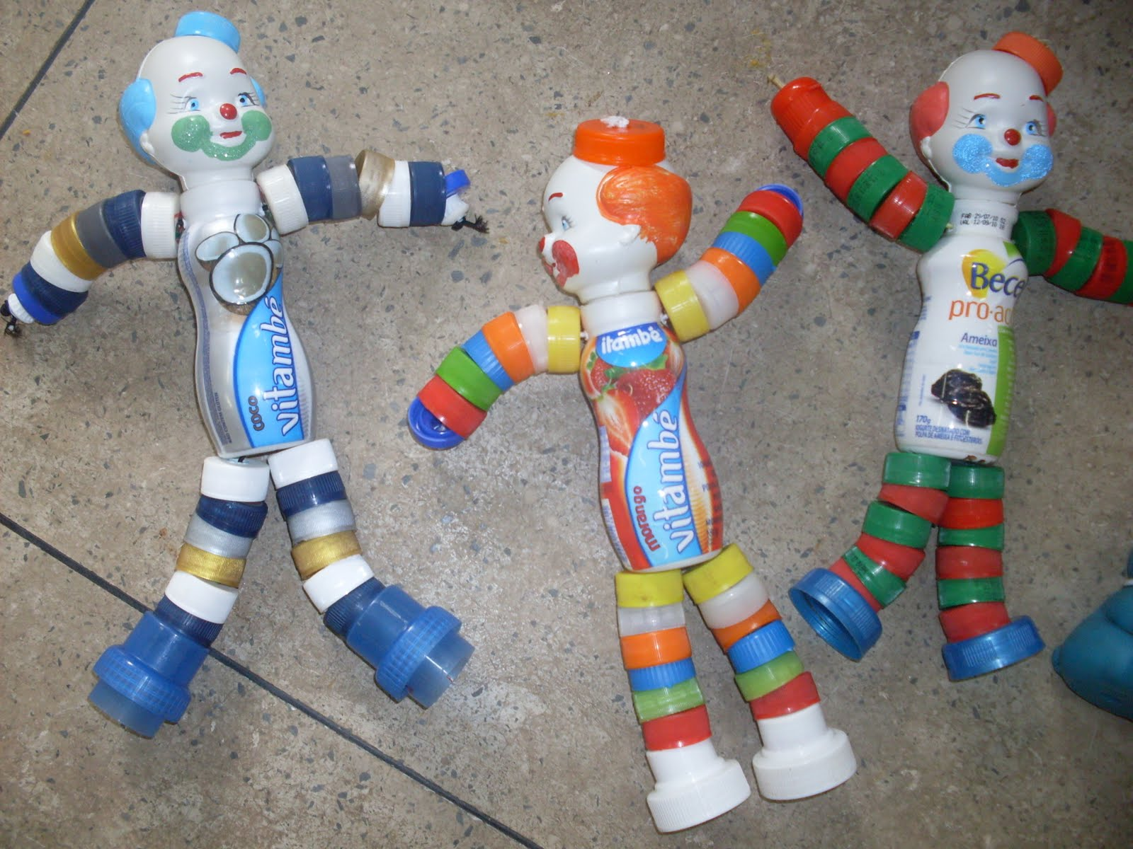 Resultado de imagem para brinquedos com tampa de garrafa