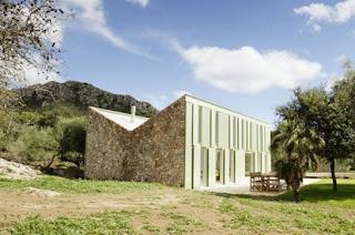Casa residencial contemporánea de piedra en Mallorca, España