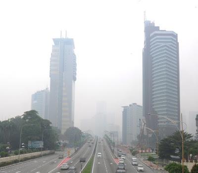 Bandaraya Kuala Lumpur diselubungi jerebu hari ini. - Foto Bernama