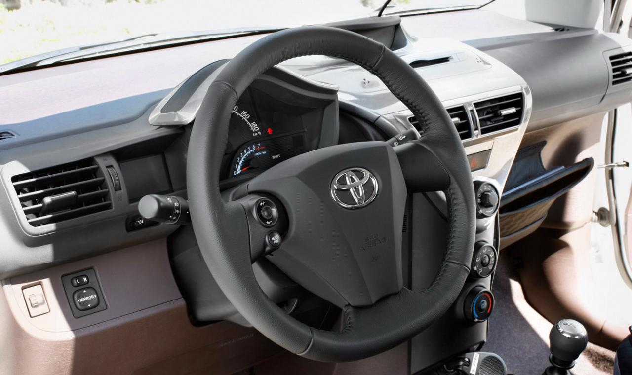 cars world toyota iq interior. Black Bedroom Furniture Sets. Home Design Ideas