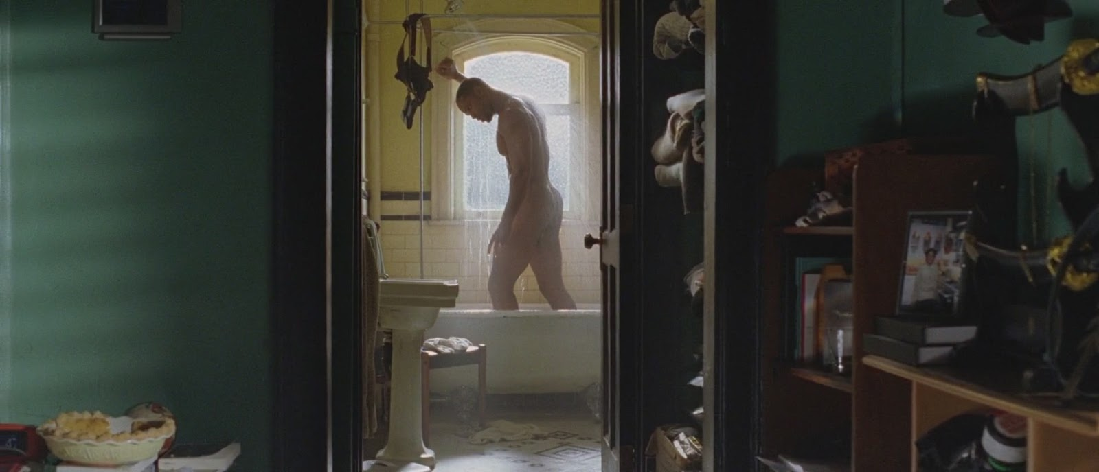 Clip of will smith nude shower scene in i robot photo 250