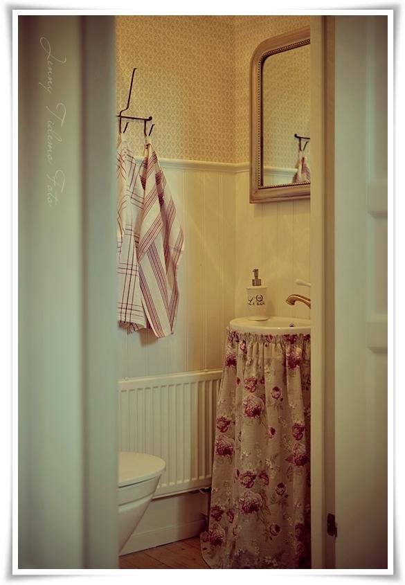 Madame Petite Foto Styling En liten toalett i engelsk cottage stil!