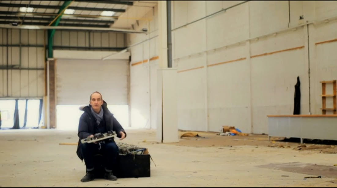 07-What-is-Left-Kevin-McCloud-Kevins-Supersized-Salvage-www-designstack-co