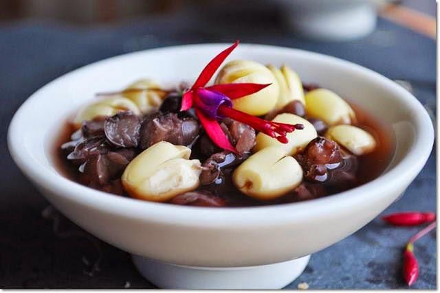 Vietnamese Food Culture - Chè Hạt Sen với Đậu Đen