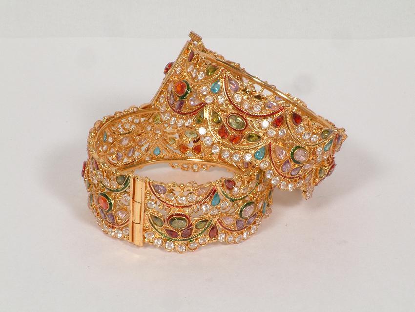 Portal of Ornaments: Gold Bangles Designs For Dubai
