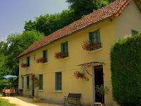 Les Relais des Roches our other luxury Dordogne holiday homes in Les Eyzies village centre.