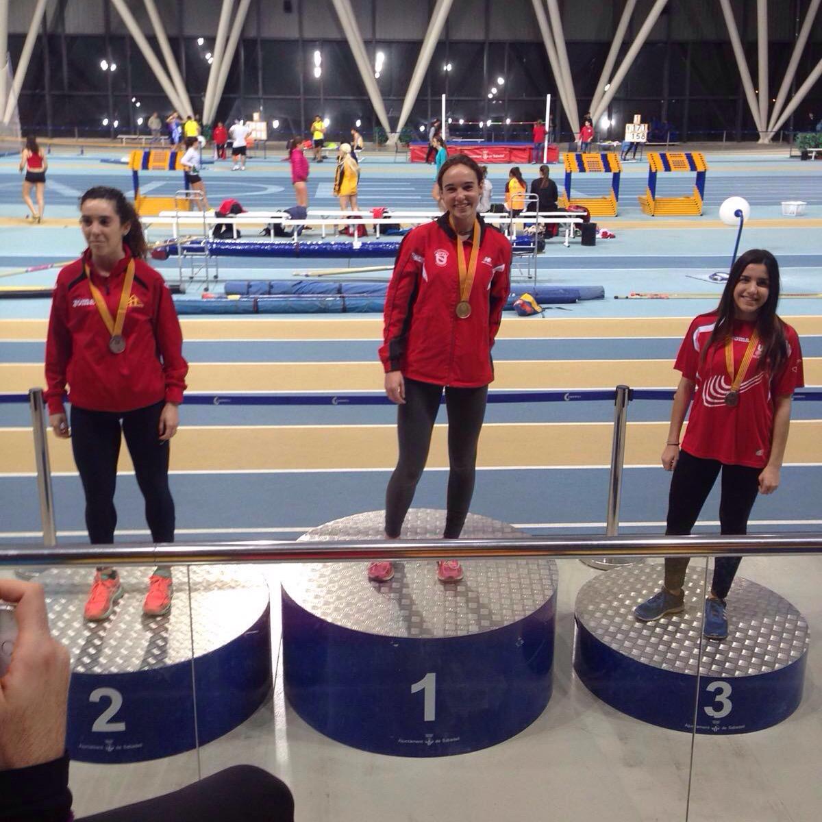 Campiona de Catalunya Junior de Pista Coberta de 800 m.ll.