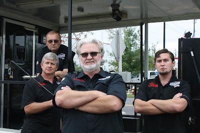 Myron Mixon, no centro, e sua equipe de apoio - Divulgação