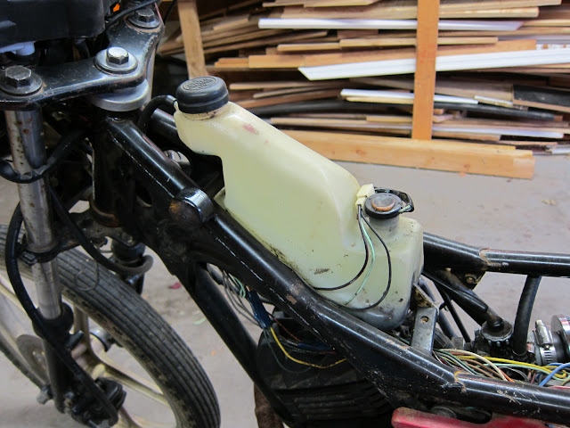 AR80 oil tank.  Automatic superlube oil injection FTW!