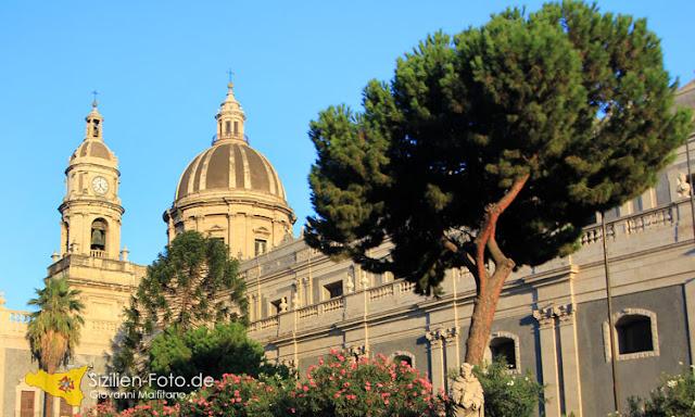 Seitenansicht des Doms von Catania