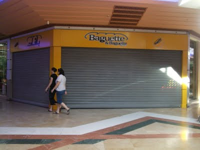 police tunisienne ferme des magasins de fast-food au centre Carrefour