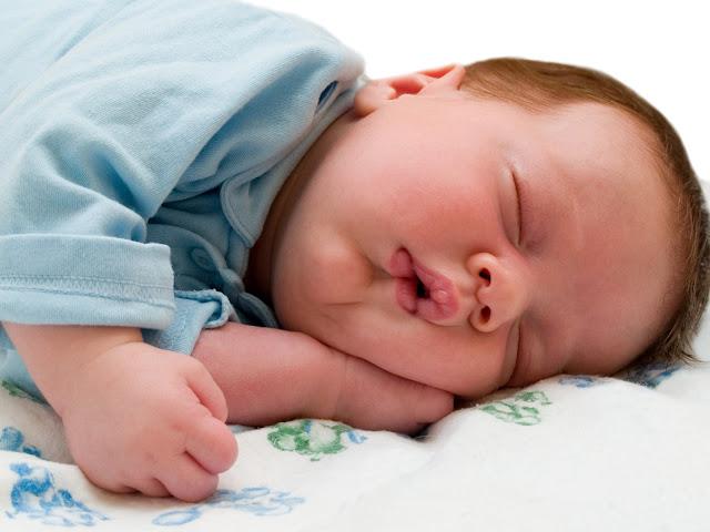 de Amor: Fotos de lindo bebe descansando sobre la alfombra