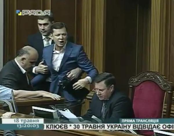 Baston au parlement ukrainien