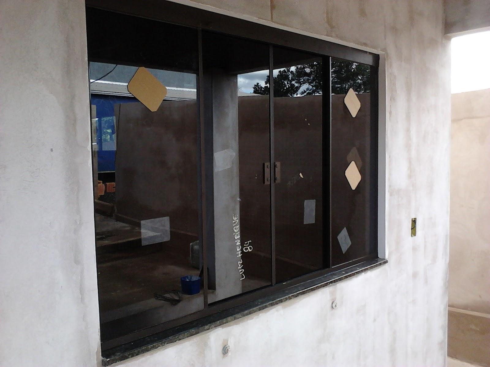 #30425E Perfil de Instalação em Alumínio na cor Bronze e fechaduras no  4384 Janela Aluminio Instalação